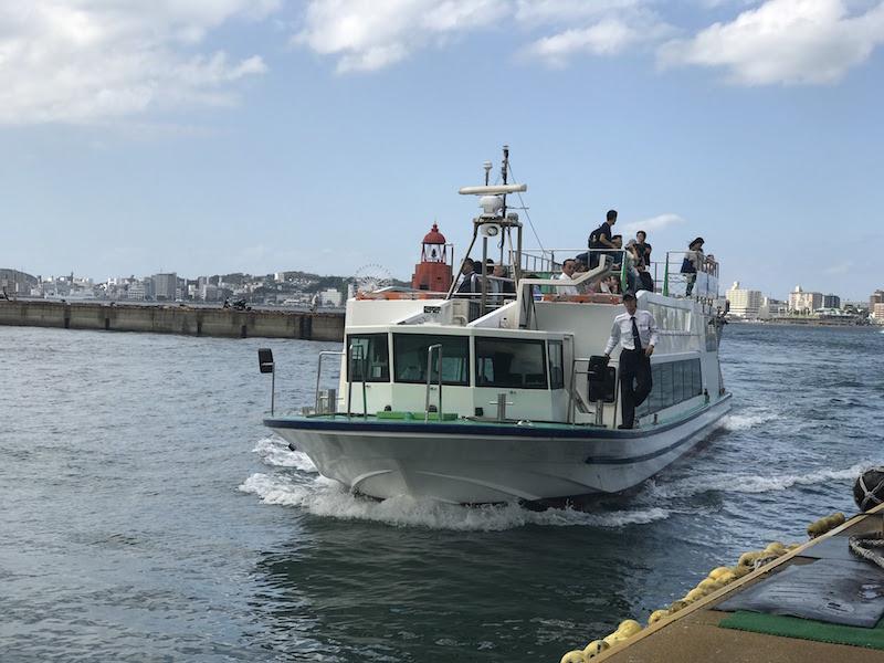 唐戸市場行きの船はいつも賑わってます。