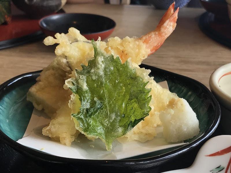 ふぐの天ぷらもありました。